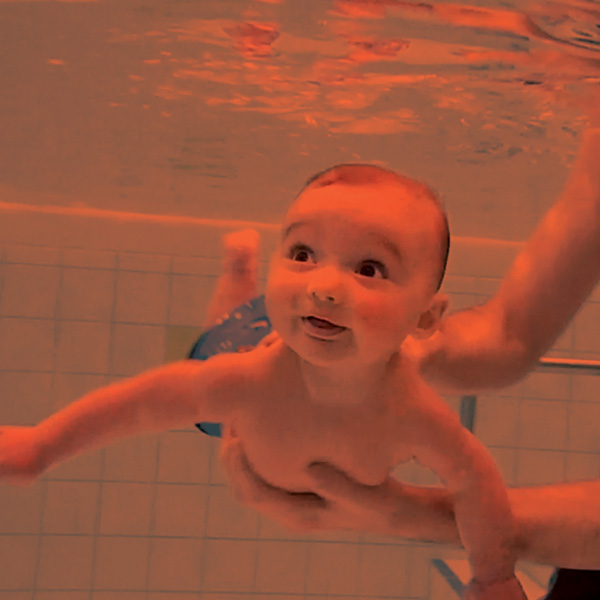 Baby_diving_R1_600x600_
